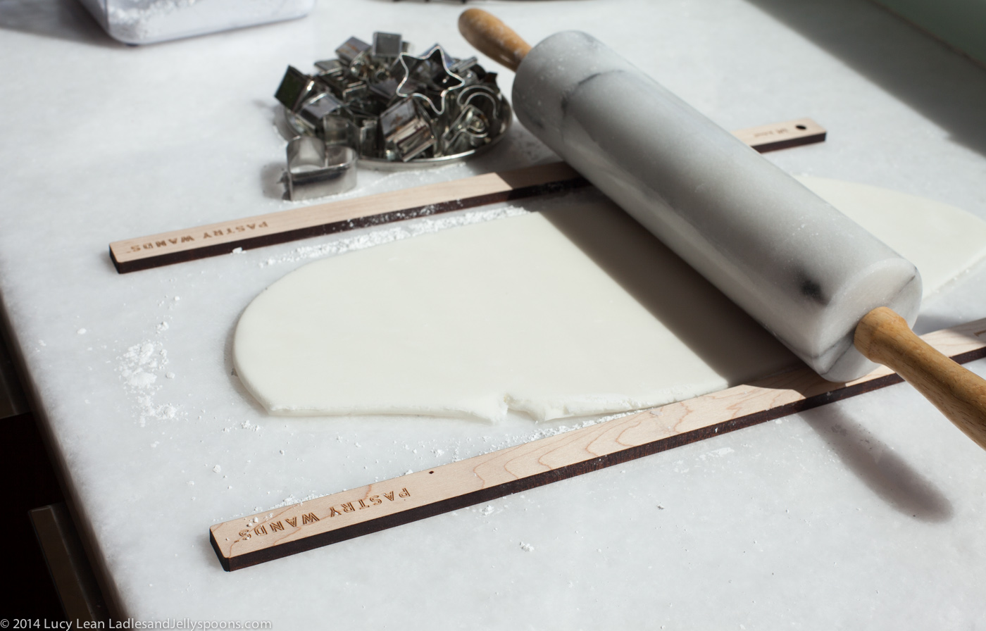 roll out fondant using pastry wands